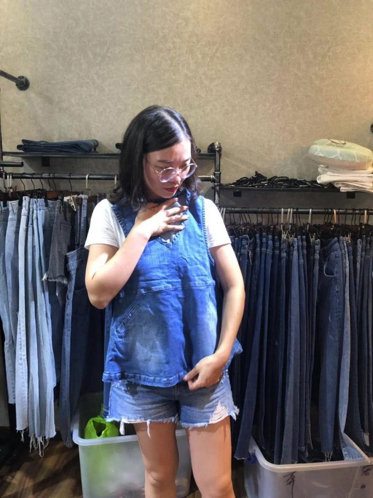 Thirteen Hong New China Plaza clothing wholesale market, JEANS WHOLESALE